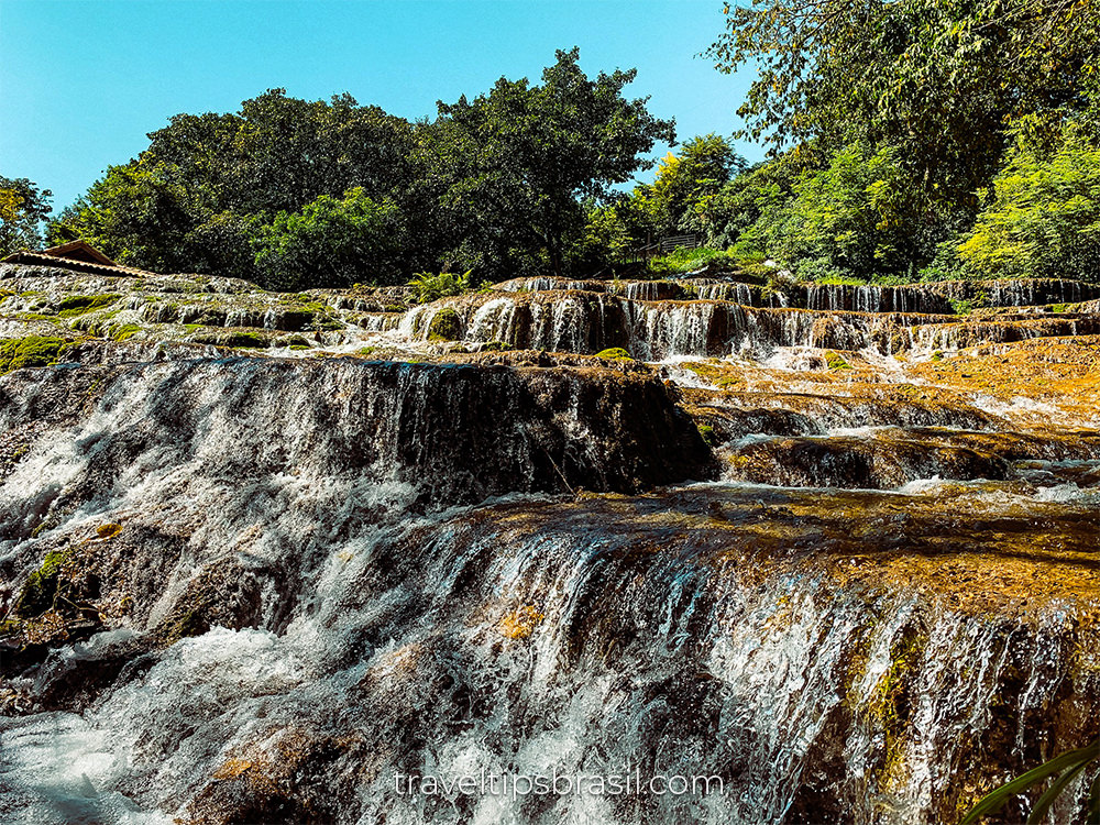 nascente-azul-cachoeira